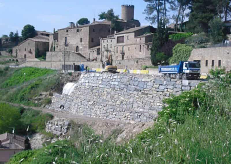 Reconstrucció d'un mur d'escullera a Talamanca